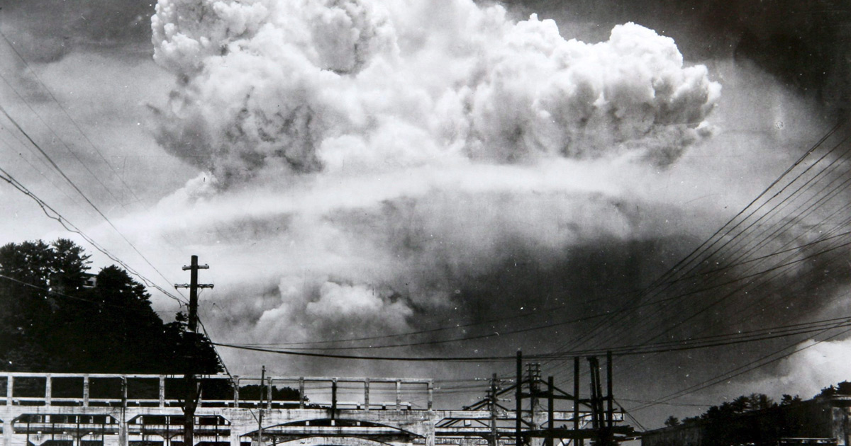 essay on atomic bomb The use of the atomic bomb in wwii is a highly contentious issue if you want to compare and contrast this event, you need to look at the reasons why the atomic bomb was used and the reasons it should not have been used some arguments for using t.