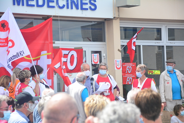 In June 2020, health care workers rallied outside Montceau hospital to protest bed closures and demand more funding.